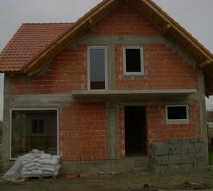 Iti construiesti casa? Caramida, BCA sau lemn - Vezi sfaturile expertilor