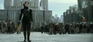Jennifer Lawrence face toti banii: Mockingjay - Part 2 conduce box office-ul (Video)