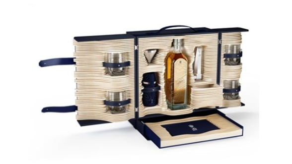 Johnnie Walker vs. Alfred Dunhill. Colectia de whisky in editie limitata