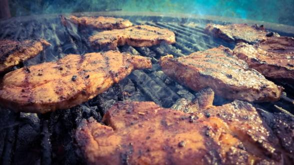 Jumatate din carnea de porc mancata in Romania e de import! Fiecare al doilea gratar este adus de afara