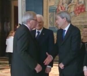 Juncker l-a ironizat pe Trump, la Roma: S-a prefacut in gluma ca nu da mana cu premierul Italiei (Video)