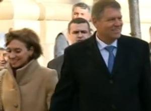 Klaus Iohannis, la slujba de Craciun: A fost aplaudat la iesirea din biserica