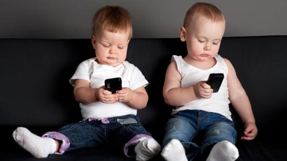 La ce pericole se expun copiii care utilizeaza tablete si telefoanele cu ecran tactil