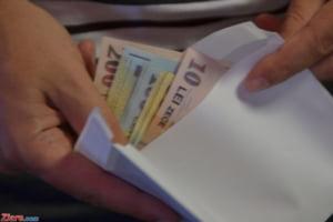 """Legalizarea si impozitarea """"plicului"""" pentru medici: Masura nu a mai fost discutata in sedinta de Guvern"""