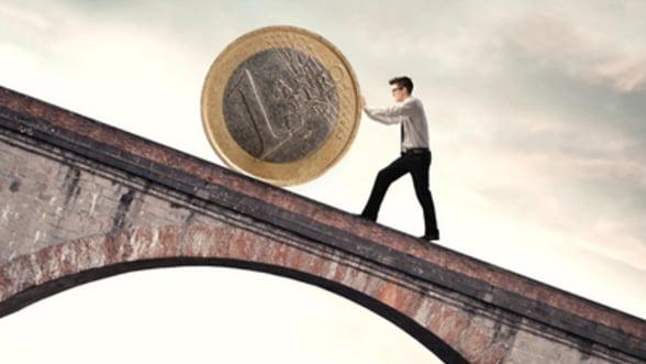 Leul, din ce in ce mai jos fata de euro. Pana unde se mai depreciaza?