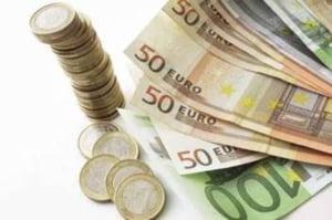 Leul incepe sedinta in usoara depreciere la 3,66 lei/euro, pe o tendinta regionala