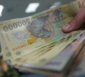 Leul stagneaza la 3,9233 lei/euro, iar piata suspecteaza interventia BNR