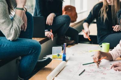 Liceele romanesti intra intr-un proiect pilot de educatie financiara