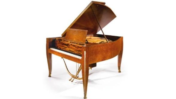 Liciteaza pentru pianul Ruhlman de pe vasul SS Normandie