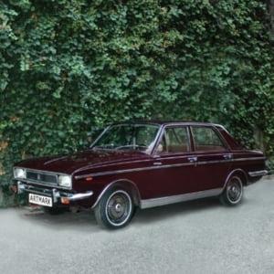 Limuzina primita cadou de Ceausescu de la Sahul Iranului, scoasa la licitatie. Pretul de pornire al masinii cu doar 2.299 de kilometri la bord