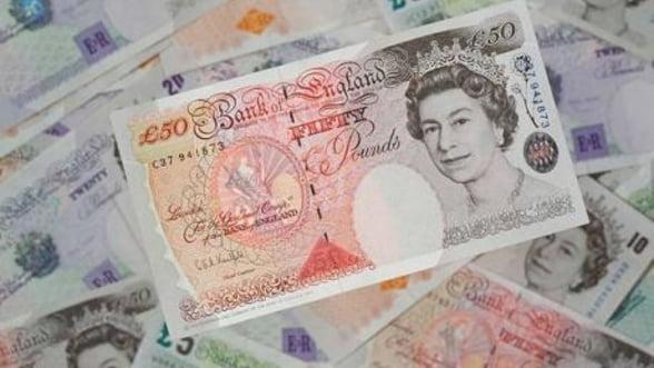 Lira sterlina, in cadere libera dupa retrogradarea ratingului Marii Britanii
