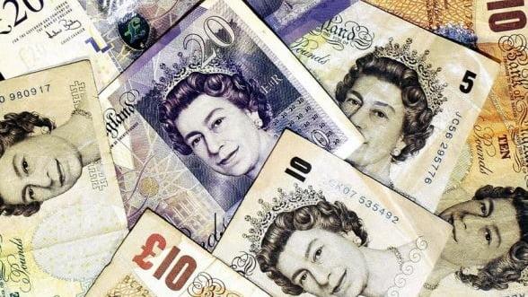 Lira sterlina, la minimul ultimelor 4 luni