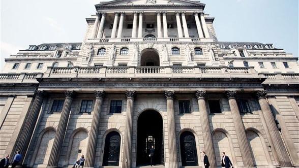 Lira sterlina risca sa continue prabusirea in fata euro si a dolarului