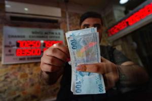 Lira turceasca s-a prabusit duminica cu 16%, aproape de un minim istoric, dupa ce Erdogan l-a concediat pe seful bancii centrale