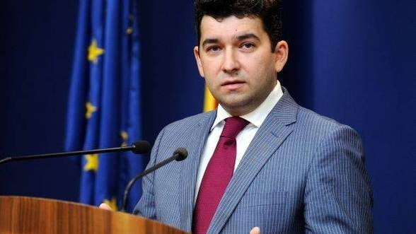 Liviu Voinea: Consumul a stagnat in 2013 pentru ca plusul de venituri s-a dus pe plata ratelor la banci