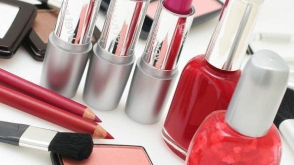 Lovitura in industria cosmeticelor: Produsele Avon, Axe si Aquafresh ar putea fi interzise