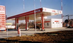 Lukoil da peste 500 milioane de dolari pentru compania petroliera Akpet
