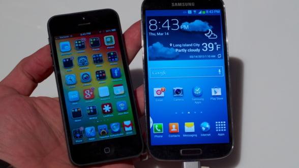 Lupta pentru cel mai bun smartphone: Samsung Galaxy S4 bate iPhone 5 - sondaj