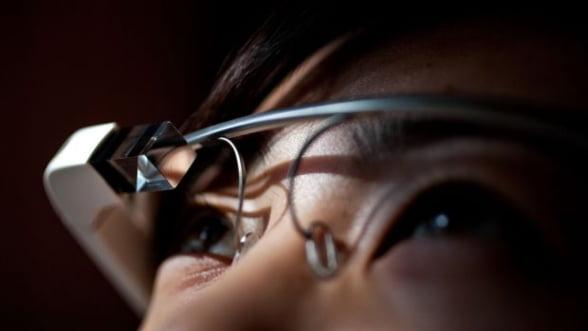 Luxottica, detinatorul brandurilor Ray-Ban si Oakley, va produce ochelarii Google
