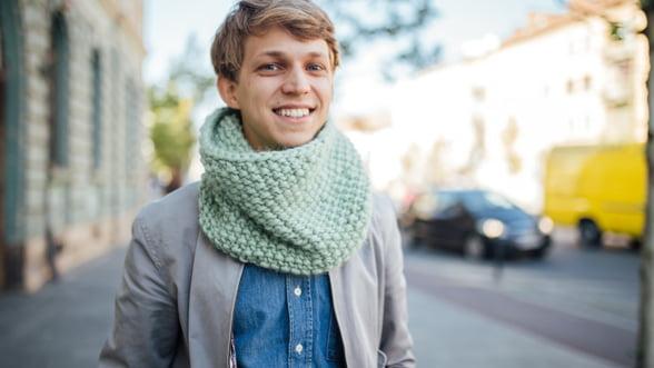 Made in Rosia Montana: Povestea tanarului care vinde sosete si fulare tricotate de zeci de mii de euro