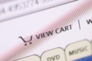 Magazinele on-line dospesc afacerile curierilor