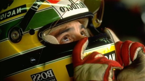 Manusile de pilotaj purtate de Ayrton Senna, vandute pentru 25.000 de euro