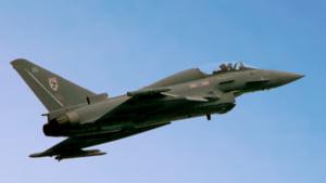 Marea Britanie mobilizeaza avioane militare, dupa ce doua bombardiere rusesti s-au apropiat de spatiul aerian britanic