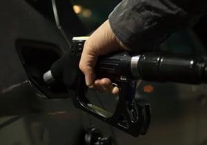 Marea Britanie va interzice masinile pe benzina si motorina din 2035