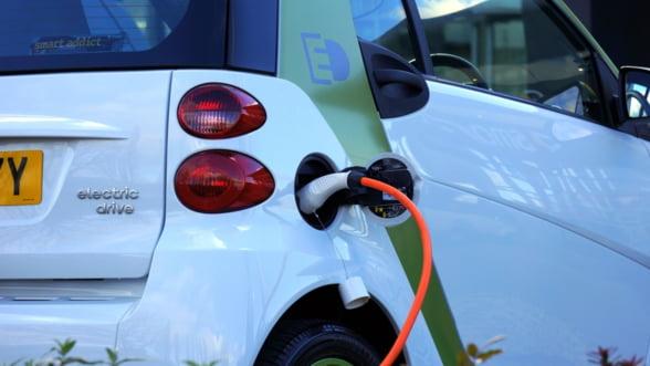 Masinile electrice vor putea fi incarcate in reteaua e-charge din Romania doar pe baza de abonament. Vezi cat costa!