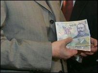 Masuri de austeritate pentru 2011: reduceri de personal si salarii si concedii neplatite
