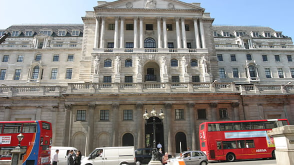 """Masurile de stimulare ale bancilor centrale din Japonia si Anglia vor acoperi """"pasul inapoi"""" al Fed"""
