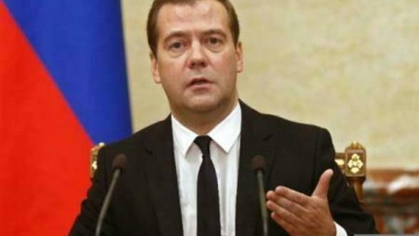 Medvedev: Internetul nu ar trebui sa ramana nereglementat