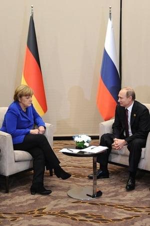Merkel si Putin s-au intalnit la malul Marii Negre: Discutii despre Ucraina, alegeri si homosexuali