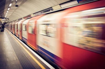 Metrorex promite ca face primii pasi pentru montarea panourilor de siguranta