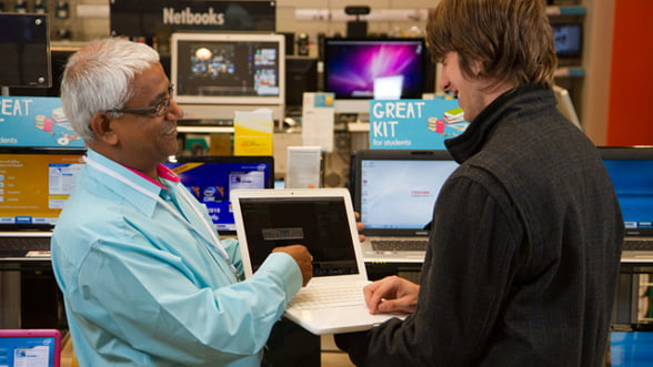 Microsoft acuza un retailer britanic ca a vandut Windows fara licenta