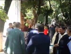 Ministrii lui Tudose, la coada la moastele Sfantului Nifon, mare facator de minuni (Video)