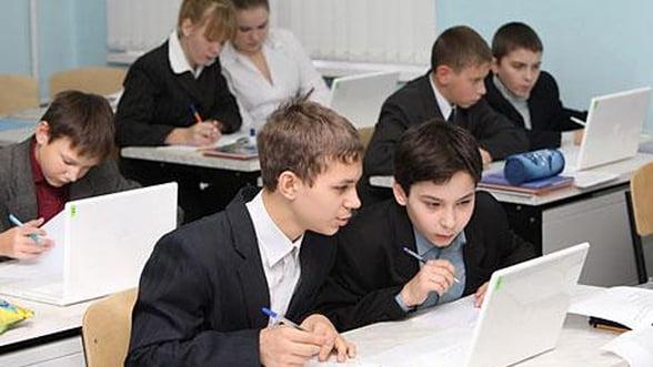 Ministrul Educatiei: 2.400 de scoli vor fi conectate la Internet in urmatoarele 6 luni