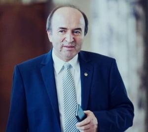 Ministrul Justitiei, fost membru al CCR, incalca deciziile Curtii: Un judecator e si secretar de stat, desi CCR ii interzice