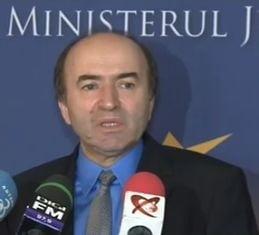 """Ministrul Justitiei nu renunta: Va evalua activitatea lui Lazar si Kovesi dupa criterii """"manageriale si profesionale"""""""