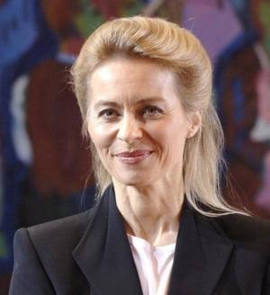 Ministrul german al Apararii, suspectat ca a mintit in CV