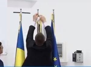 Moment jenant la intalnirea lui Dancila cu omologul eston: Premierul a rearanjat steagul Estoniei, care era pus gresit