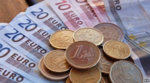 Moneda nationala se depreciaza pana la 4,3312 lei/euro