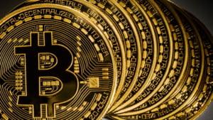 Moneda virtuala bitcoin atinge un nivel record de peste 1.000 de dolari per unitate