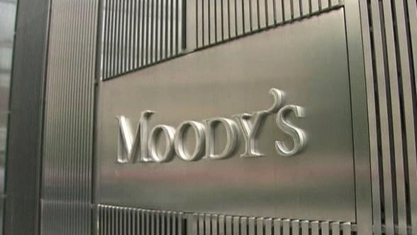 Moody's amana din nou retrogradarea bancilor