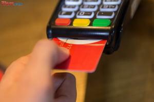 Mugur Isarescu: O sa renuntam la cash cand o sa putem lipi pe fruntea unui lautar un card