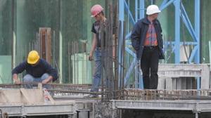 Muncitorii din constructii sfideaza criza