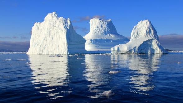 NASA cerceteaza apele Groenlandei pentru a vedea de ce se topesc gheturile atat de repede