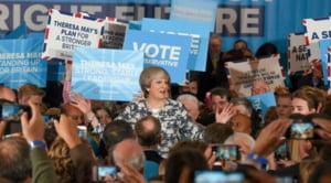 Negocieri pentru formarea guvernului in Marea Britanie: Theresa May se aliaza cu ultraconservatorii irlandezi