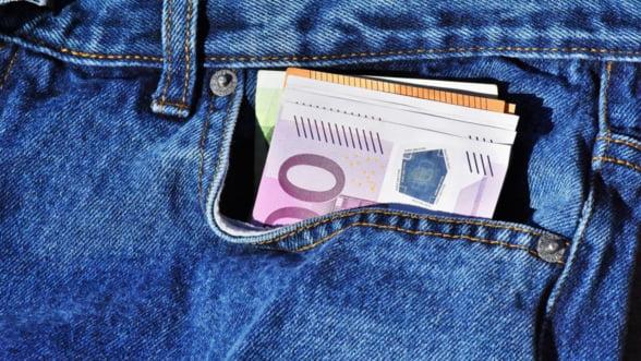 Nemtii nu mai sunt fani ai bancilor si platilor online, asa ca tin miliarde de euro la saltea