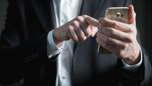 Noi probleme de securitate la WhatsApp: Atentie la conversatiile de grup!